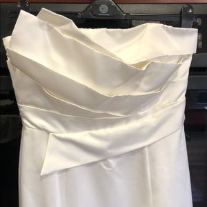 Laundry by Shelli Segal white satin evening gown